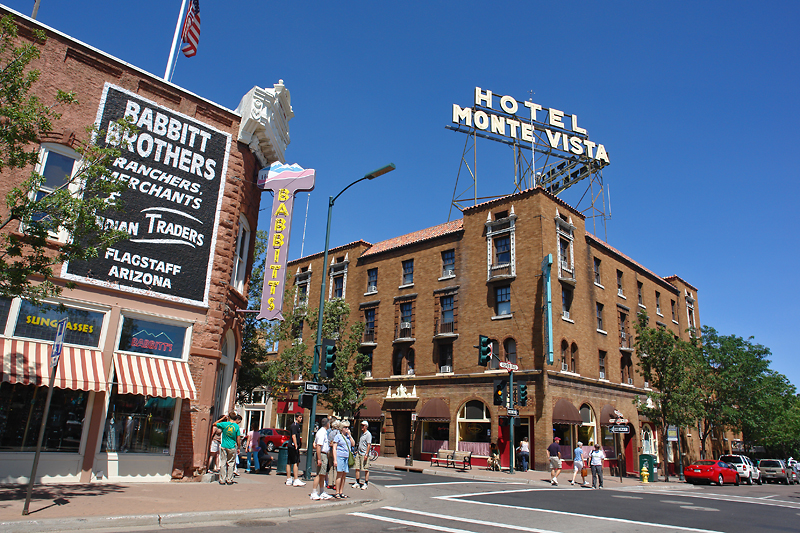 Flagstaff_AZ_-_downtown_hotel